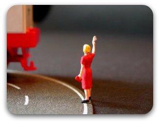 Image: Elke Oerter: Girl waving goodbye