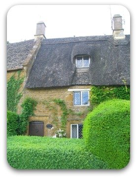 thatched cottege